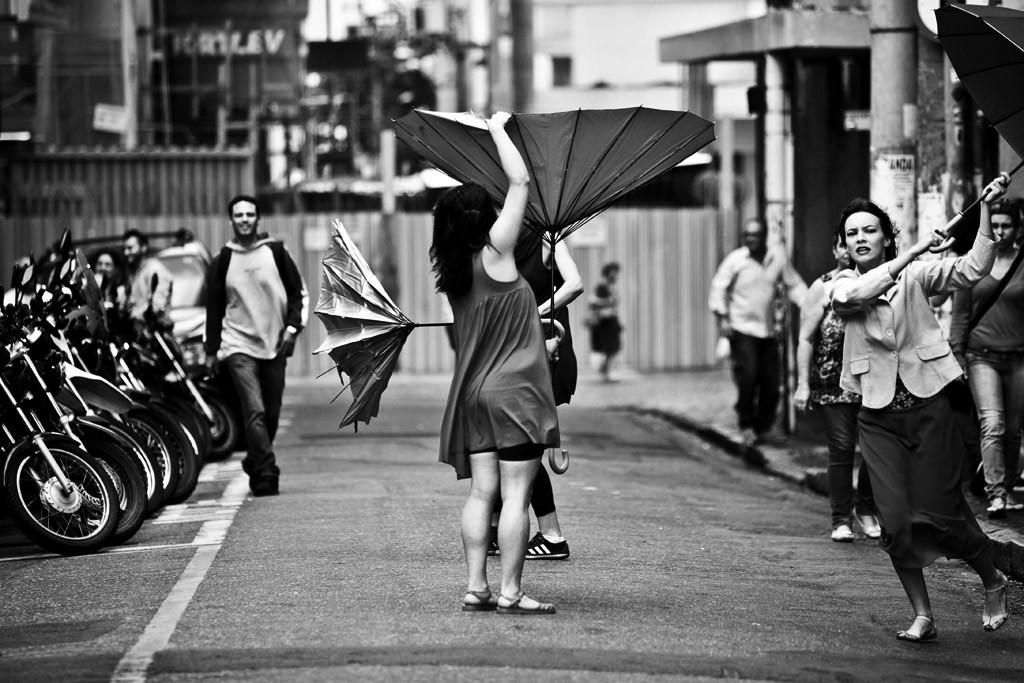 """""""Um clima bom para tomar outros banhos"""", performance realizada pelo Coletivo Onírico, durante o evento Afetos Nascentes, na cidade de Campinas, em novembro de 2014. Confira o ensaio completo na seção de arte."""