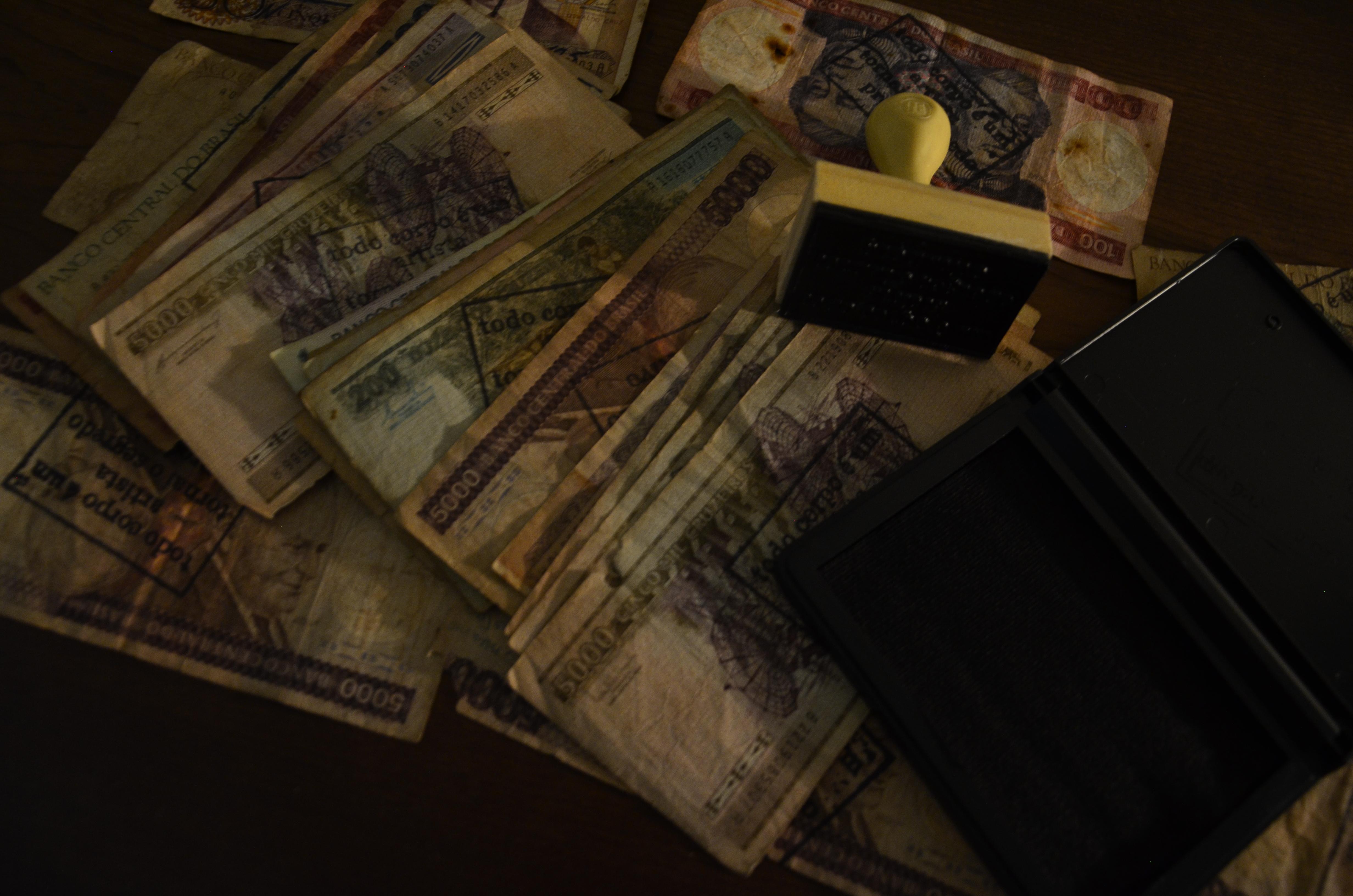 cédulas carimbadas para a ação Pro-pagando n° 2. (Foto Raphael Faria)